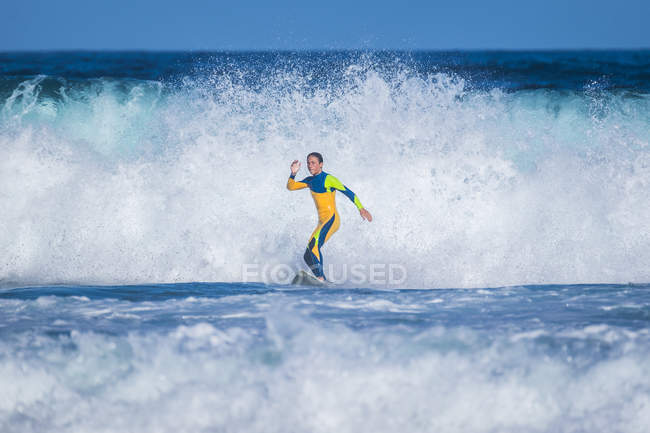 Spain, Tenerife, young surfer — Stock Photo
