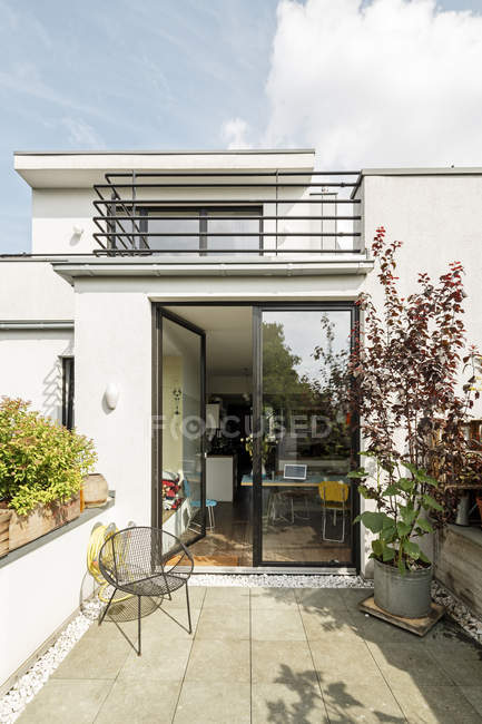 Germany, Cologne, modern house and balconies — Stock Photo