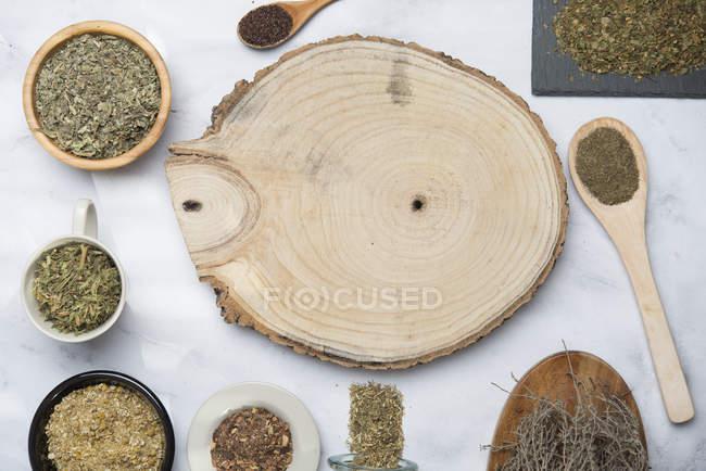Varie infusioni di erbe, camimilla, menta, rooibos, timo, tè verde, tisana — Foto stock