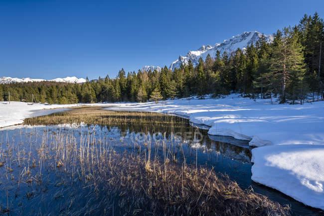 Germany, Bavaria, Upper Bavaria, Garmisch-Partenkirchen, Werdenfelser Land, Lautersee in winter — Stock Photo