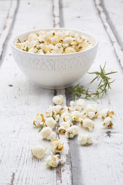 Homemade popcorn with rosemary and parmesan — Stock Photo