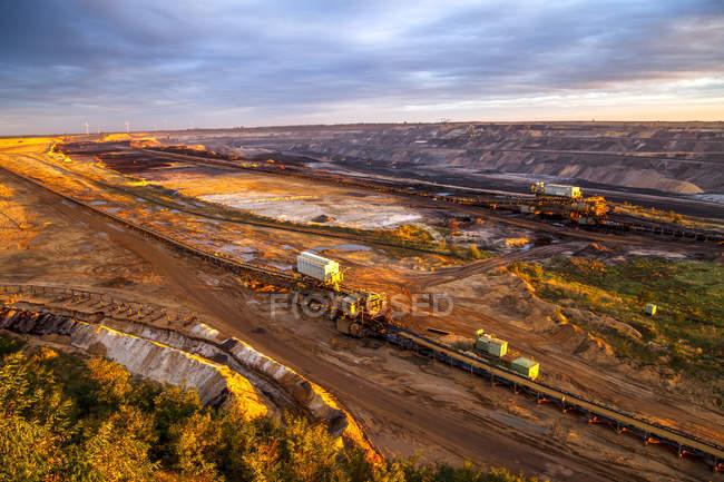 Allemagne, Rhénanie-du-Nord-Westphalie, Juechen, mine de surface Garzweiler au lever du soleil — Photo de stock
