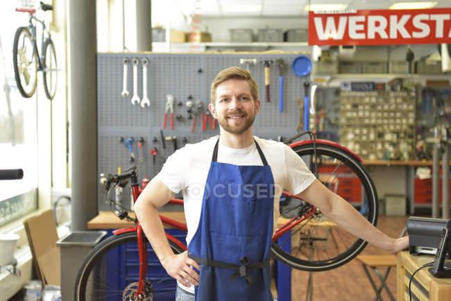 Bicycle mechanic in his repair shop, portrait — Stock Photo