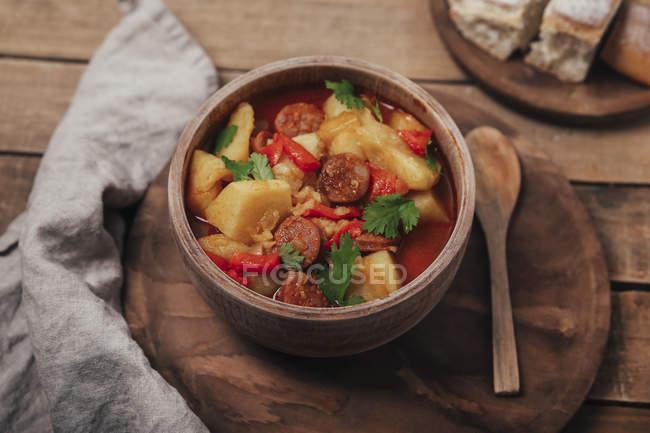 Cuisine de Riojan, ragoût aux pommes de terre et chorizo — Photo de stock