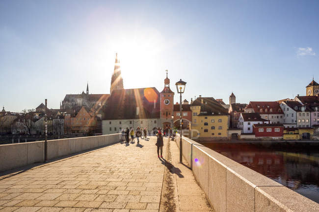 Germany, Regensburg, view to cathedral at the old town with Steinerne Bruecke in the foreground — Stock Photo