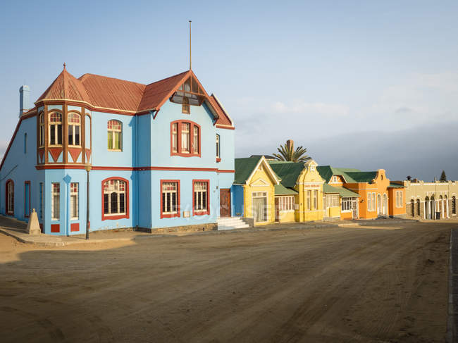Африка, Намібія, Лудерітц, ряд барвистих будинків — стокове фото