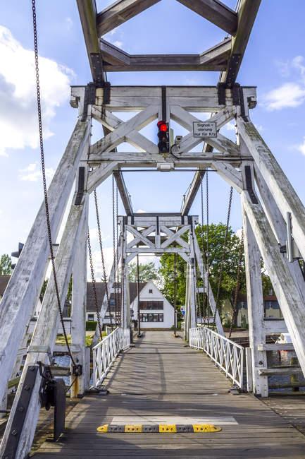 Германия, Мекленбург-Западная Померания, Грайфсвальд, мост Веккер, деревянный басклеровский мост — стоковое фото