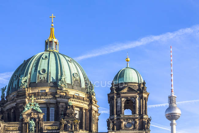 Germany, Berlin, Berlin-Mitte, Berlin Cathedral and Berlin TV Tower — Stock Photo