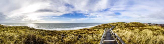 Germany, Schleswig-Holstein, Sylt, Wenningstedt, wooden boardwalk — Stockfoto