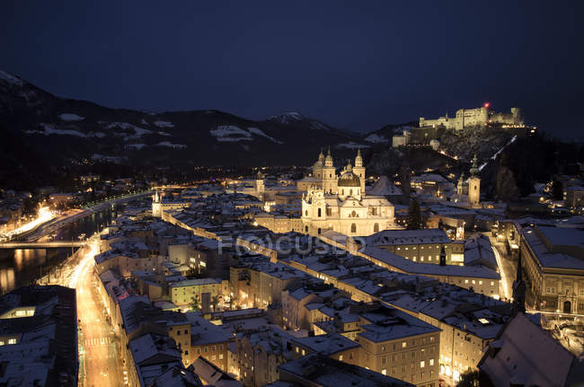 Austria, Salzburg, Hohensalzburg Fortress at night — стокове фото