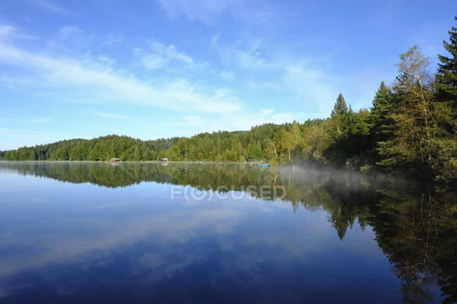 Alemanha, Baviera, Alta Baviera, Toelzer Land, Lago Kirchsee perto de Sachsenkam — Fotografia de Stock
