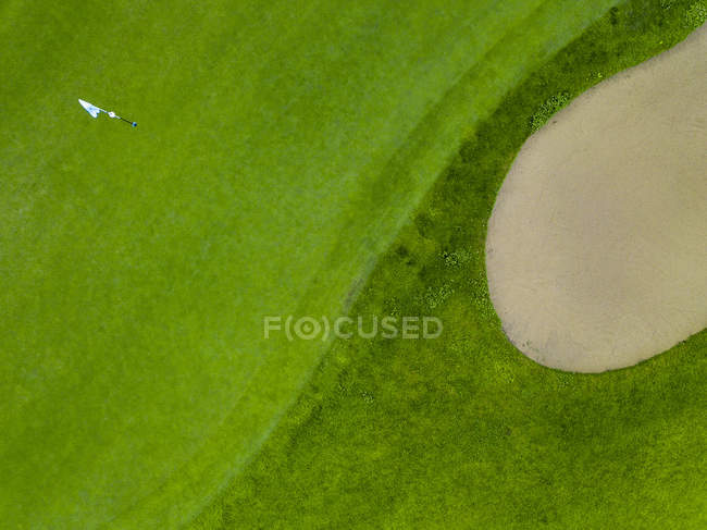 Germany, Baden-Wuerttemberg, Aerial view of golf course with bunker, green, hole and golf flag — Fotografia de Stock