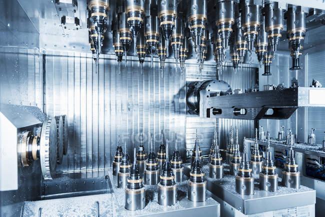 Detalle de una máquina con taladros - foto de stock