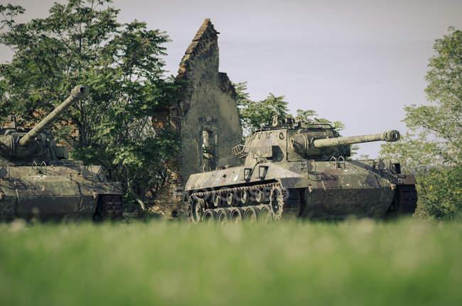 Croatia, Karlovac, war memorial, tanks — Foto stock