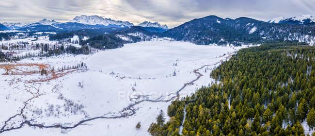 Германия, Бавария, Верхняя Бавария, озеро Бармзе зимой — стоковое фото