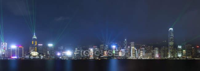 Китай, Гонконг, панорамний вид на центральну ніч — стокове фото