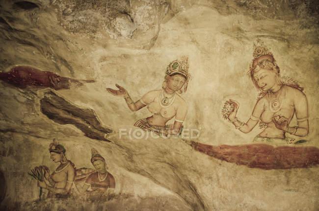 Sri Lanka, Lion Rock, pintura al fresco, mujeres - foto de stock