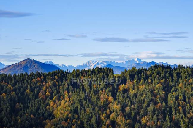 Allemagne, Bavière, Haute-Bavière, Isarwinkel, vue de Heiglkopf près de Wackersberg, Zugspitze à Wetterstein Mountains — Photo de stock