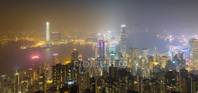 China, Hong Kong, skyline at night — Stock Photo
