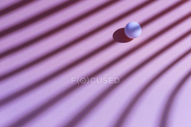 White sphere over a geometric pink background, 3D Rendering — Photo de stock