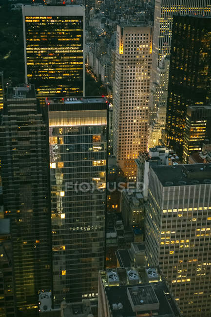 USA, New York, Manhattan, grattacieli di notte — Foto stock