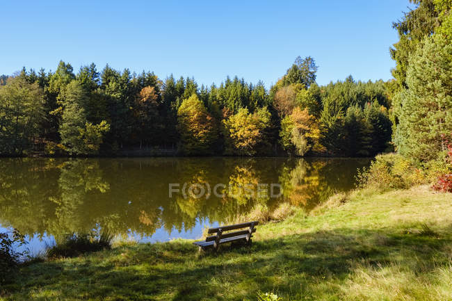 Germany, Bavaria, Lower Bavaria, Bavarian Forest, Lake Dreiburgensee — стоковое фото