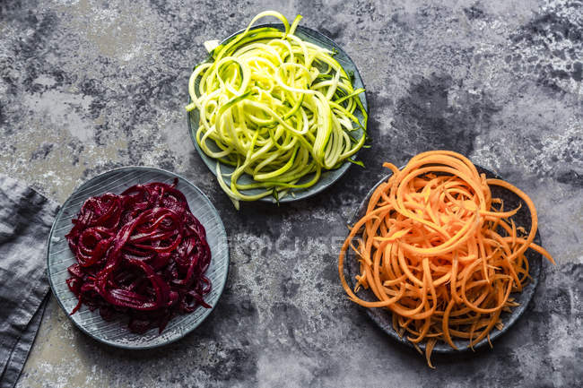 Bowl of Zoodles and bowls of carrot  and beetroot spaghetti — Stock Photo