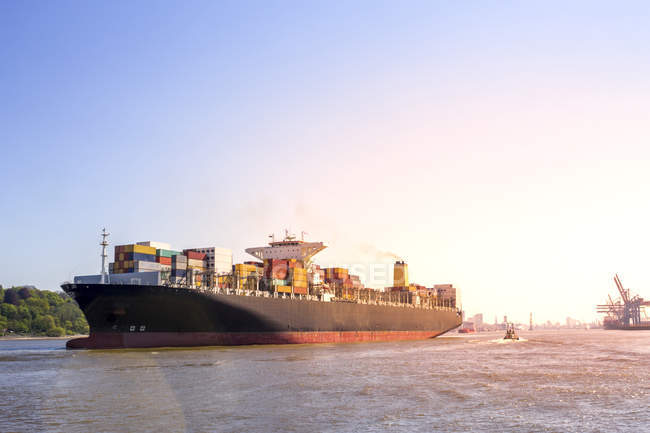 Germany, Hamburg, Container ship in the dock — Stock Photo