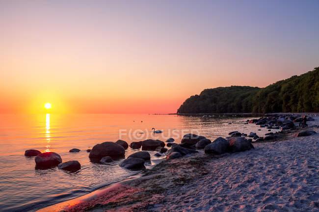 Allemagne, Mecklembourg-Poméranie occidentale, Baltique station balnéaire Binz, plage au coucher du soleil — Photo de stock