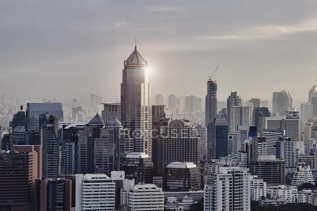 Tailandia, Bangkok, paisaje urbano durante el día - foto de stock