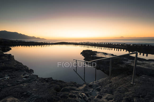 Spain, Canary Islands, Gran Canaria, Puerto de las Nieves, natural pool at sunset — Stockfoto