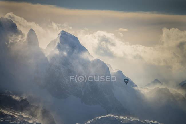 Австрия, Зальцкаммергут, воздушный шар над массивом Дахштайн — стоковое фото
