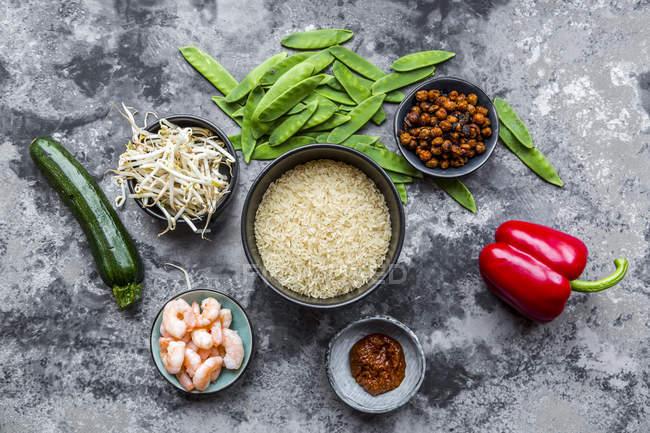 Zutaten für rotes Curry mit Reis — Stockfoto