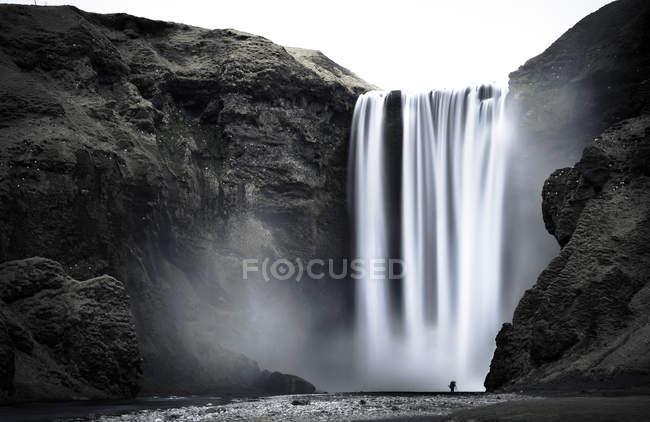 Исландия, водопад Скогафосс днем — стоковое фото
