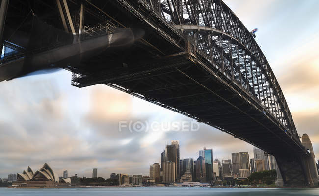 Australia, New South Wales, Sydney, Skyline with Sydney Opera House and Sydney Harbour Bridge — Stock Photo
