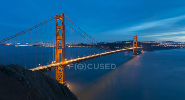 США, Каліфорнія, Сан-Франциско, міст Золоті ворота вночі — стокове фото
