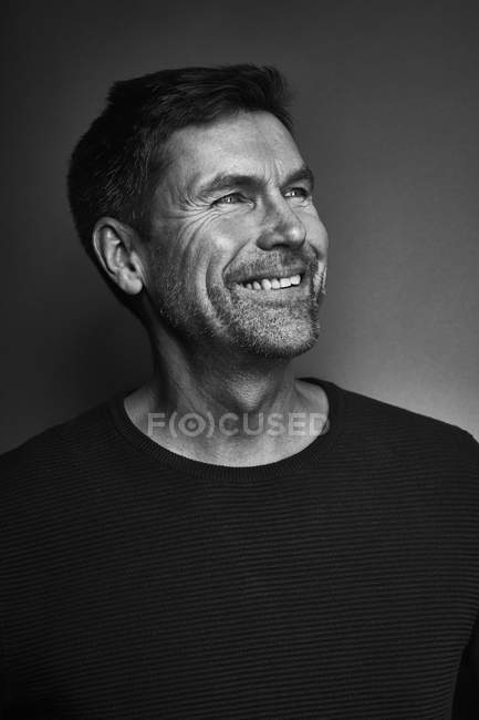Portrait of smiling man, Black and White — Stock Photo