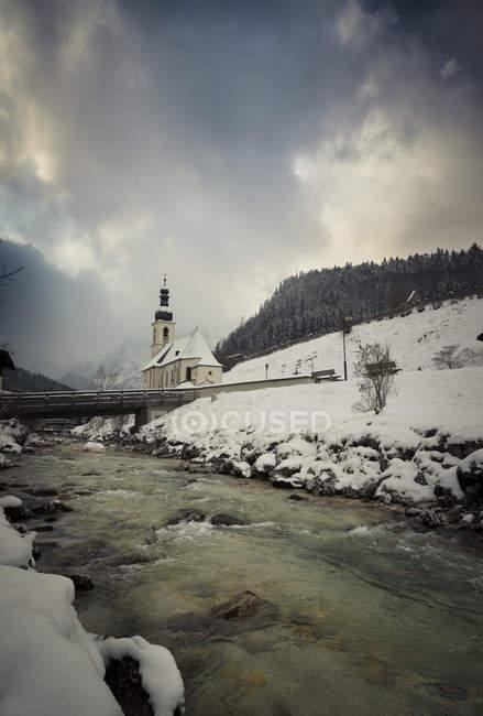 Germany, Bavaria, Ramsau, view to St Sebastian 's Church — стоковое фото