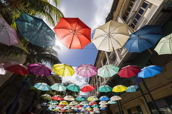 Mauritius, Port Louis, Caudan Waterfront, Piazza degli ombrelli — Foto stock