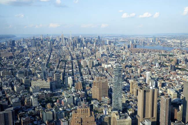 Estados Unidos, Nueva York, Manhattan, One World Trade Center y edificios de gran altura - foto de stock
