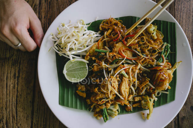 Pad Thai dish on plate — Foto stock