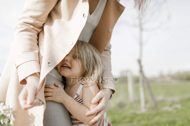 Mother and little daughter together in nature — Stock Photo
