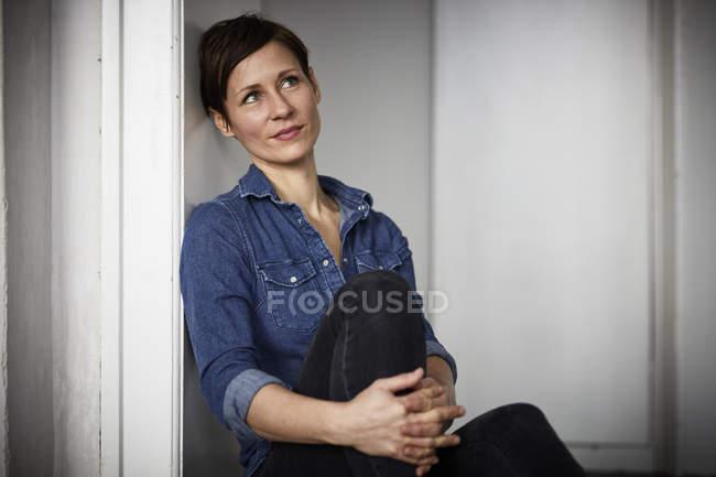 Portrait of a pensive woman — Stock Photo