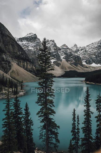 Канада, Альберта, Долина десяти вершин, Національний парк Банфф, озеро Мормейн — стокове фото