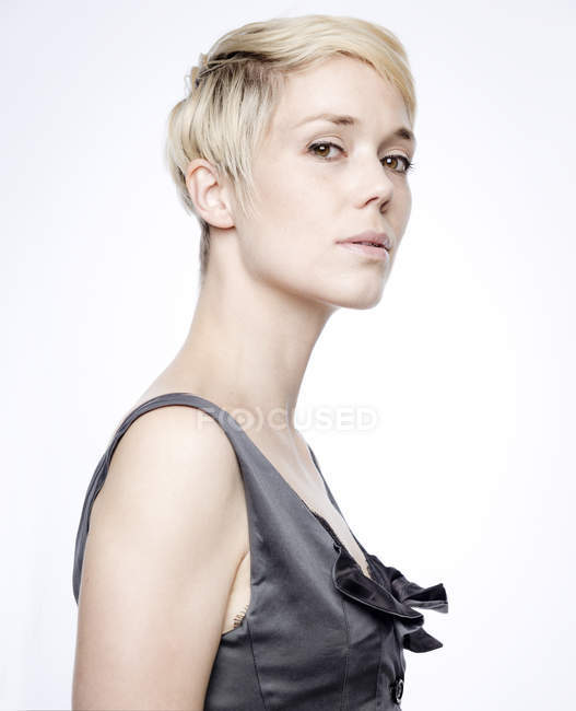 Portrait of woman with blond dyed hair — Stock Photo