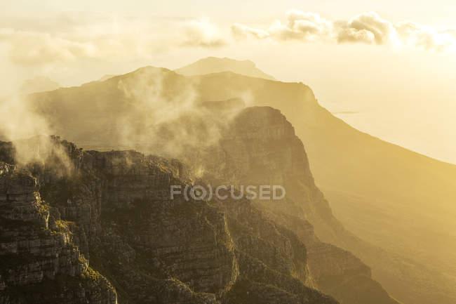 África, África do Sul, cabo ocidental, cidade do cabo, montanha da tabela na manhã — Fotografia de Stock