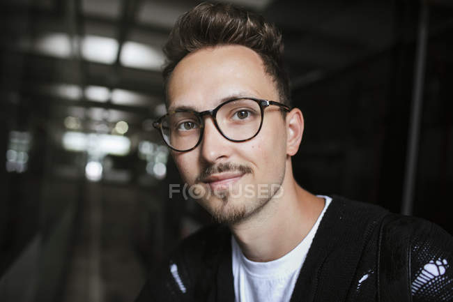 Portrait of young man wearing glasses — Stock Photo