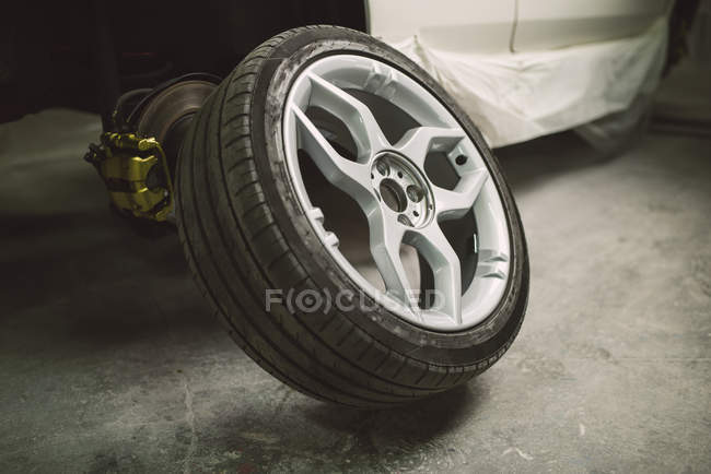 Changing car tyre in workshop — Stock Photo