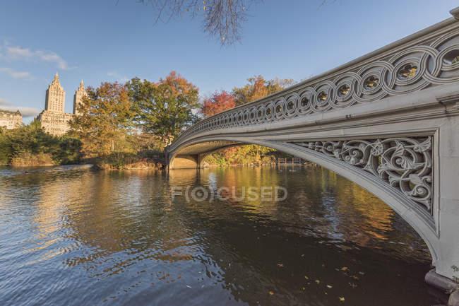 Estados Unidos, Nueva York, Manhattan, puente en Central Park - foto de stock