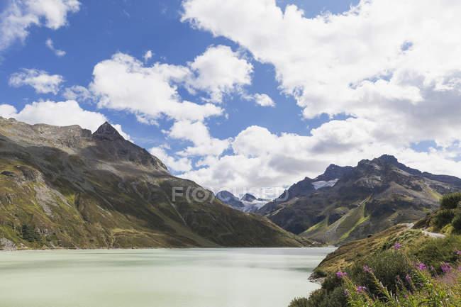 Austria, Vorarlberg, Alps, Silvretta Dam at Bielerh?he, Silvretta-Massif with Piz Buin, Ochsenthaler Gletscher and small Piz Buin — Stock Photo